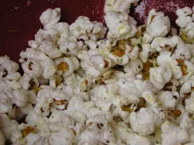 Popcorn with oregano and lemon