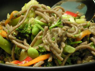 Sesame ginger noodles with veggies